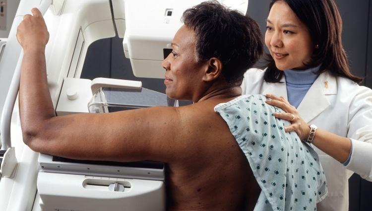 Woman_receives_mammogram_1